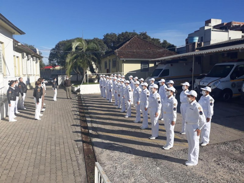 soldados temporários de saúde, com fardamento, em formação